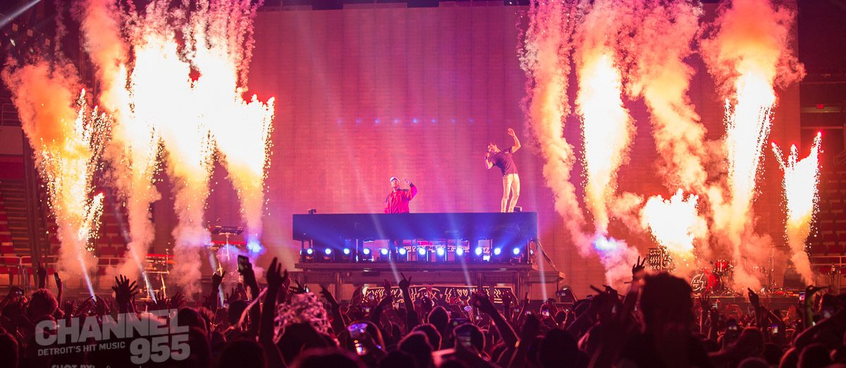 Chainsmokers light up JLA!